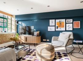 The Wapping Wharf - Modern & Bright 2BDR Flat on the Thames with Parking, hotel in London