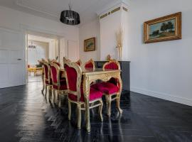 Dina-Perla Lodges - shared home hotel in museum district, self catering accommodation in Amsterdam