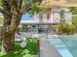 Villanova, hotel with jacuzzis in Avignon
