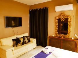 Kouro's private room!, apartment in Piraeus