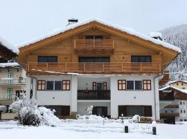 Appartamenti Cèsa Sorèie Dolomiti, apartment in Canazei