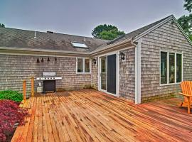 Cozy Chatham Retreat with Pond, 2 Mi to Beaches, holiday home in Chatham