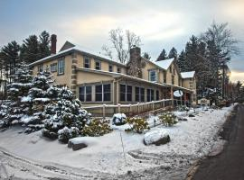 Woodfield Manor Resort: A Sundance Vacations Resort, hotel in Cresco