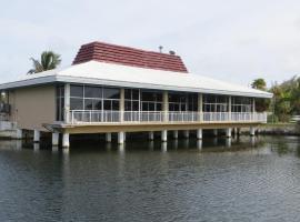 Sugarloaf Lodge, cabin in Sugarloaf Shores