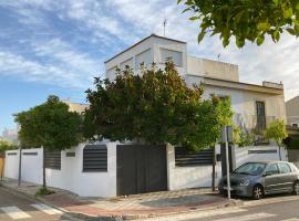 Casa ChillOut a 6km de Sevilla Piscina comunitaria, hotel en Valencina de la Concepción