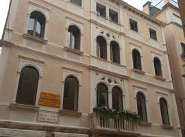 Ca' Pedrocchi, guest house in Venice