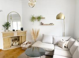 Luxury apartment with balcony Avenue Louise !!, hotel in Brussels