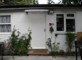Lovely 1 Bedroom Studio Flat, apartamento en Londres