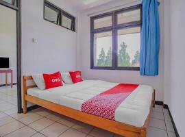 OYO 90352 Villa Agape 2, hotel in Cipanas, Cianjur