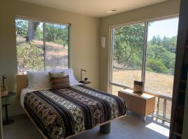 The Cottage at DogWood, room in Ukiah