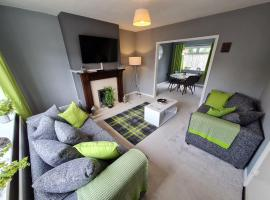 Contractor House w/ Parking, Netflix & EV Charging, hotel in Coventry