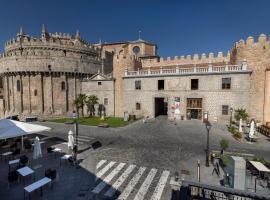 Hostal Restaurante Puerta del Alcázar, hostal o pensión en Ávila