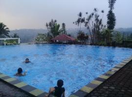 Puri Avia 2 Anggrek, hotel near Ciherang Waterfall, Cipayung