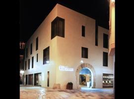 Hotel Raval de la Mar, hotel cerca de PortAventura, Vila-seca