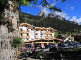 Hotel Alaska, hotel in Pozza di Fassa