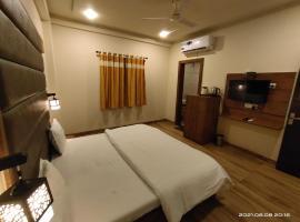 Holy Tripadvisor Hotel Heera Meerland, отель в Вриндаване