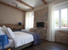 Azur Palace Luxury Rooms, hotel in Split
