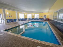 The Admiralty Inn & Suites, hotel in Falmouth