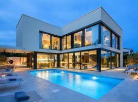 Villa House of Poseidon, holiday home in Petrcane