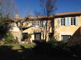 Clos St Pierre de Fraisse, hotel in Montfavet