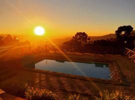 Refúgio do Sol, hotel with pools in Campos do Jordão