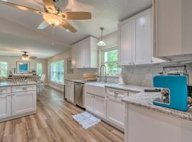 Crystal Clear Waterfront Home with Canal View, holiday home in Crystal River