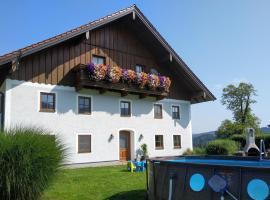 Landhaus Riedl, hotel near Gut Aiderbichl, Henndorf am Wallersee