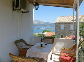 Apartments Ante, budget hotel in Lumbarda