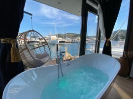 L'Escale Royale : Un rêve sur l'eau... maison flottante avec balneo, hotel in Mandelieu-la-Napoule