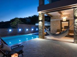 Luminous 4 bedroom villa with pool & view, villa in Chania Town