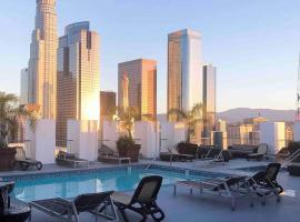 Huge Downtown LA Loft with Rooftop Pool & Jacuzzi, apartment in Los Angeles