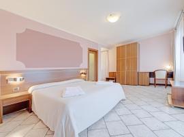 Hotel Grotto Bagat, hotell i Lavena Ponte Tresa