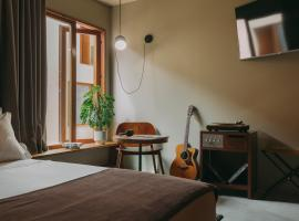 Mouco Hotel - Stay, Listen & Play, hotel in Porto