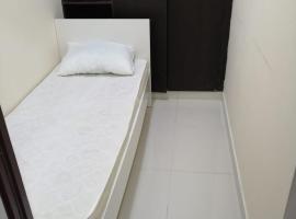 Low Budget Small rooms for rent near Dubai DAFZA, hotel in Dubai