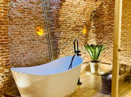 LUXURY, PRIVATE WELLNESS IN PRADO MUSEUM NEW AUG21, apartamento em Madri