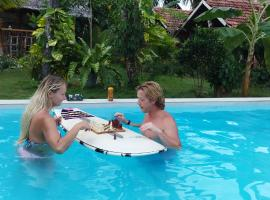 Surf Gangs Hotel, hotel in Arugam Bay