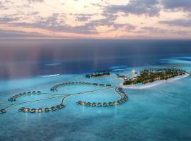 Radisson Blu Resort Maldives, hotel in Fenfushi