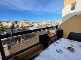 Appartement terrasse sur le port, piscine, tennis, hotel in Gruissan