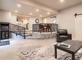 Upscale home on historic registry-Spa bathroom- Walk to downtown, apartment in Colorado Springs