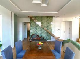 Grata Hospes Sorrento - Boutique House - Rooftop Deck - BBQ, appartamento a Sorrento