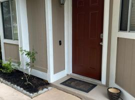Spacious Home, Close to Attractions, Sleeps 4, holiday home in Orlando