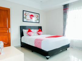 OYO 696 Hasanah Guest House Syariah De Saphire, hotel in Dau