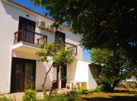 Saonisos, budget hotel in Kamariotissa