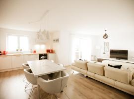 Groß & Stylisch - Zentral & Komfortabel, Ferienwohnung in Siegburg