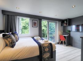 Monica apartments, hotel in Watford