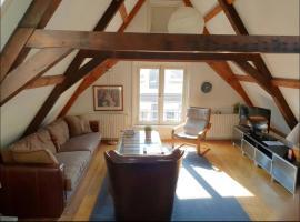 Authentic Rembrandt Square Apartment Amsterdam, apartment in Amsterdam