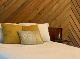 Inn Of Last Resort, hotel in Roatán