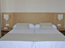 Apartamentos El Moro, hotel in San Antonio
