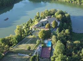 Domaine du Châtelard, hôtel à Dirac