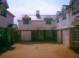 Bo's Holiday Cottage, hotel near Motcombe Gardens, Eastbourne